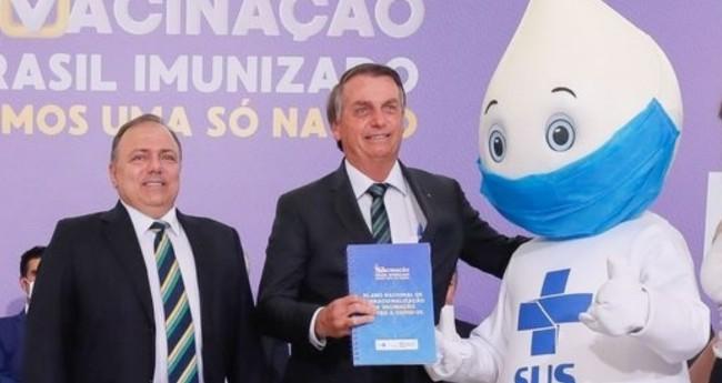 General Eduardo Pazuello e Jair Bolsonaro - Foto: Isac Nóbrega/PR